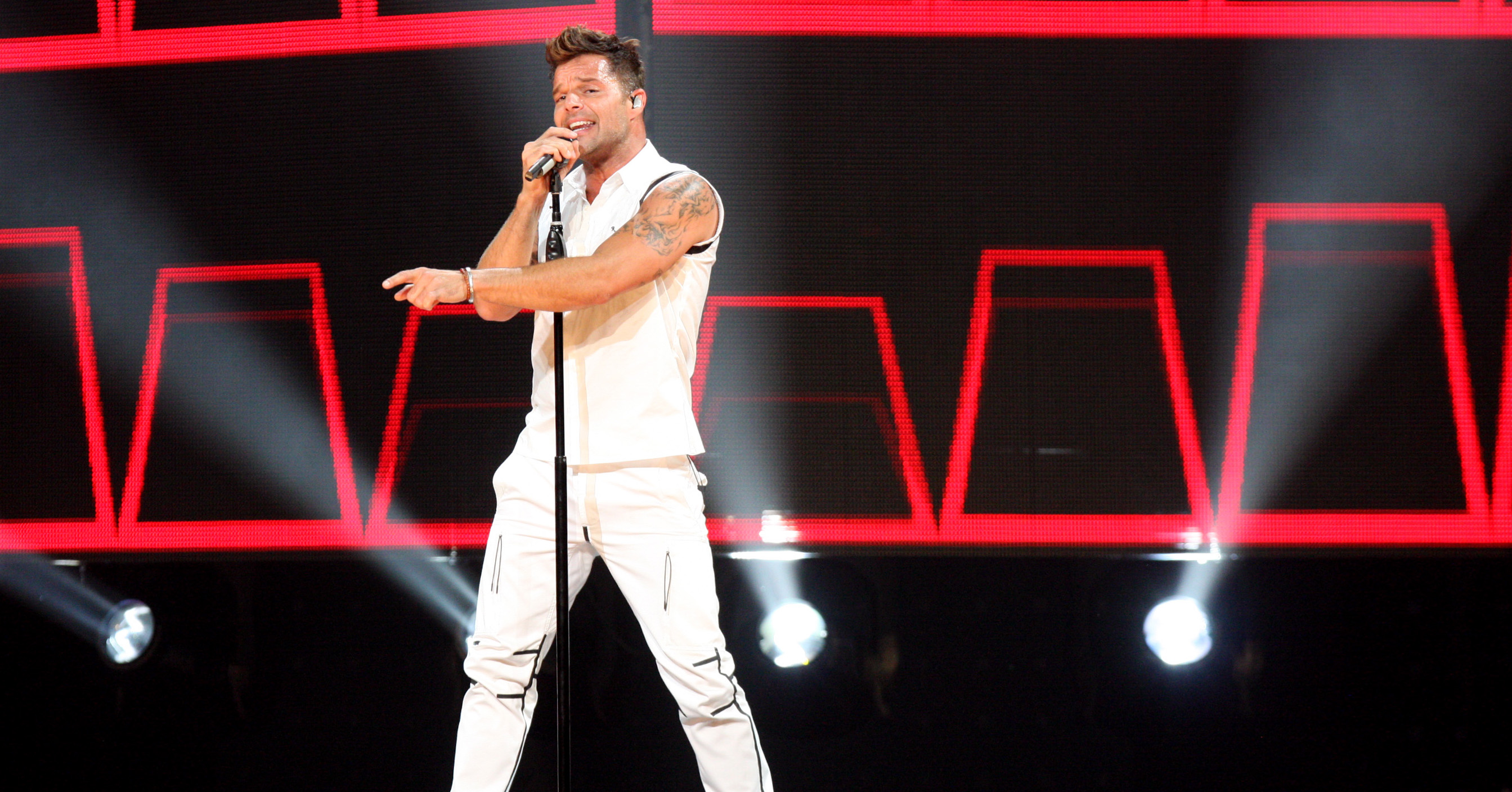 Ricky Martin Flaunts Tiny Speedo on Birthday Vacation in Puerto Rico